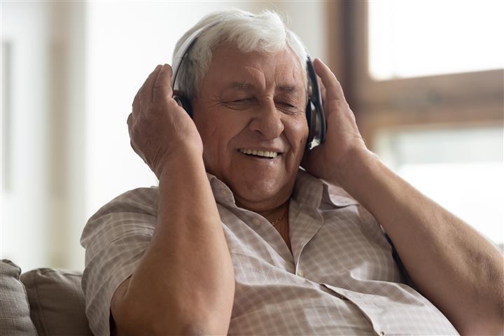 שימוש במוסיקה עם חולי דמנציה ואלצהיימר